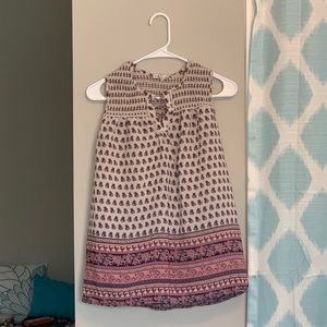 Cute paisley pattered flowy lace up top!